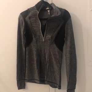 Lululemon black and grey pullover size 6